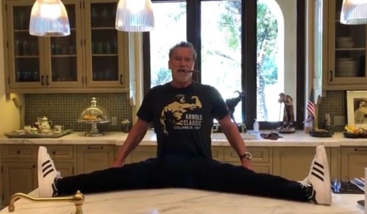 Арнольд Шварценеггер разыграл поклонников своей растяжкой