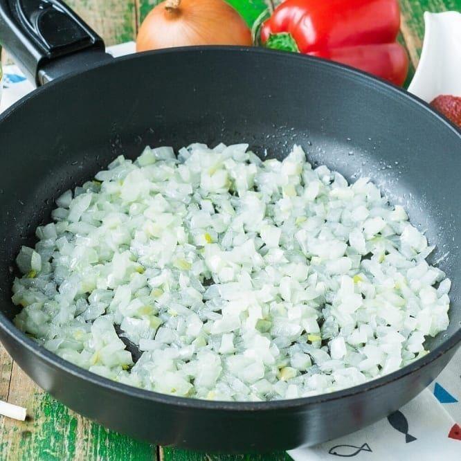 Пикша с тушеными овощами