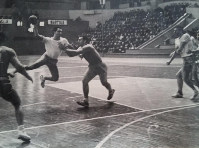"""Георгий Бериашвили: """"Церцвадзе брал мяч в руку, и зрители просили устроить цирк"""", изображение №9"""