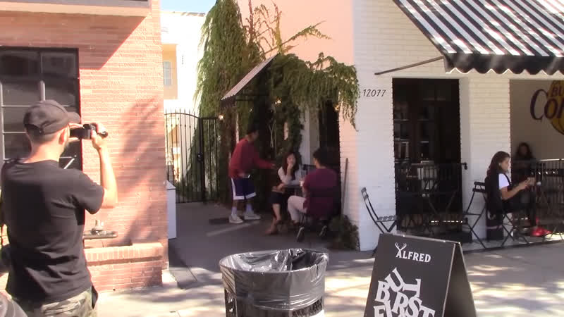 Video of Justin leaving Alfred Coffee in Studio City, California (October 17)