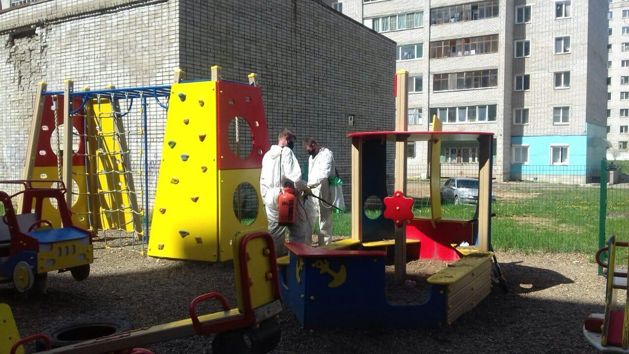 Проведена дезинфекция всех детских площадок