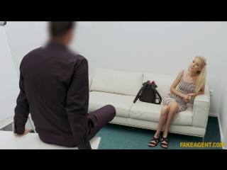FakeAgent Monique Woods - Cock stretches tight pussy on couch New Porn 2018