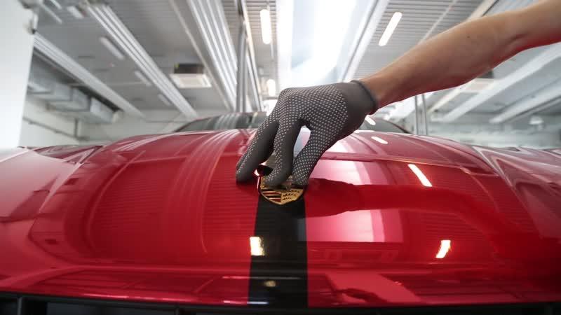 Оклейка Porsche Macan в пленку Hexis Red Chrome