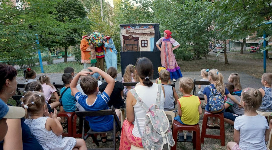 В городе Таганроге проходит акция «Театр в каждый двор»