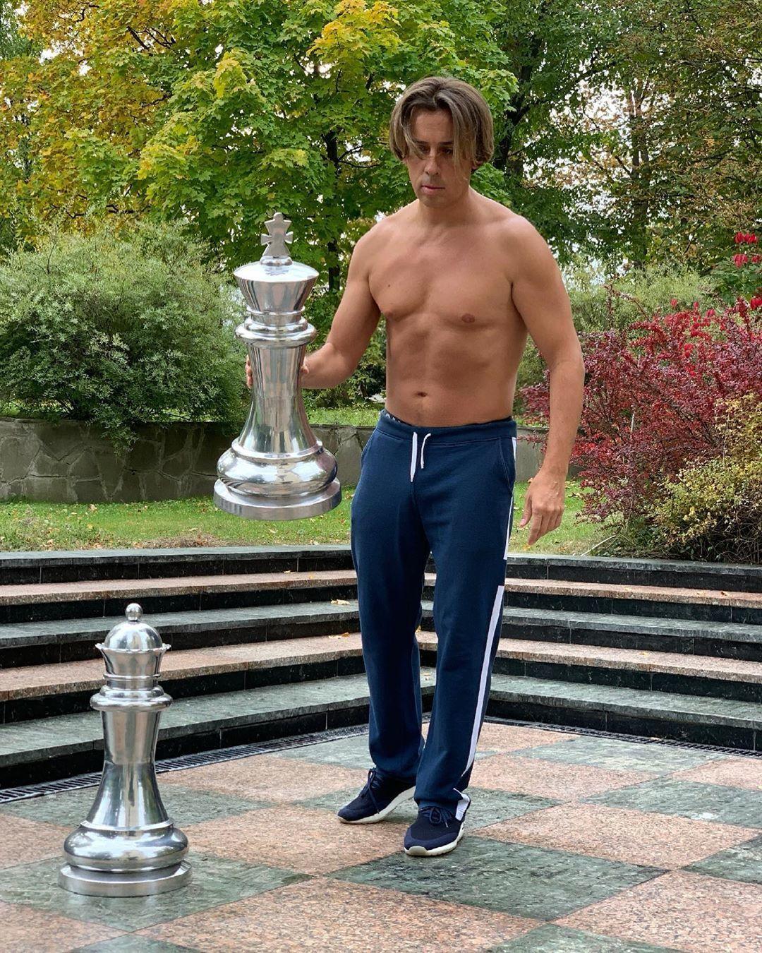 43 летний Максим Галкин держит себя в отличной форме