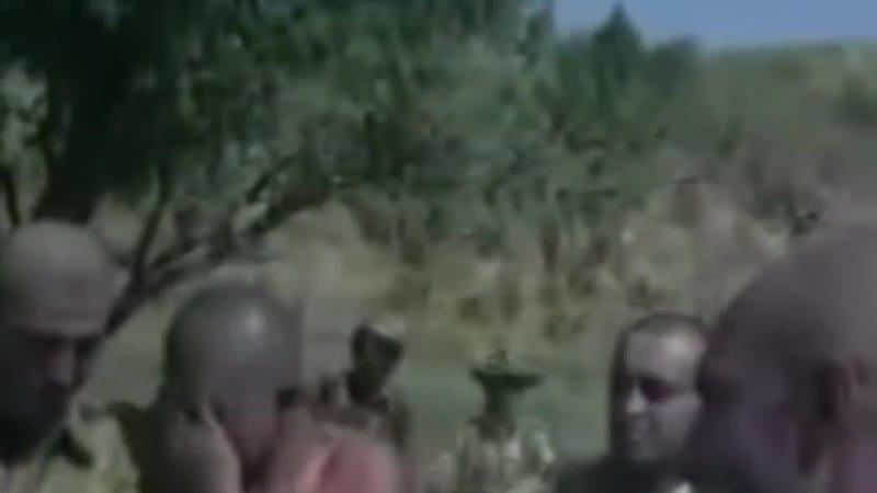 Кадры кинохроники На переднем плане еле ворочающий языком после контузии лейтенант Мерзликин