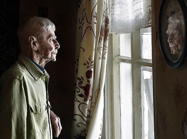 Дед Василий - Вась, картошка-то у нас закончилась, ты бы сходил в магазин. Пожилая женщина посмотрела на своего мужа, который сидел за обеденным столом и задумчиво смотрел в окно, из которого