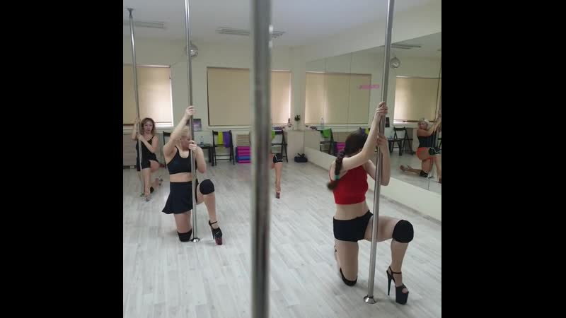 Девочки танцуют Тушите свет