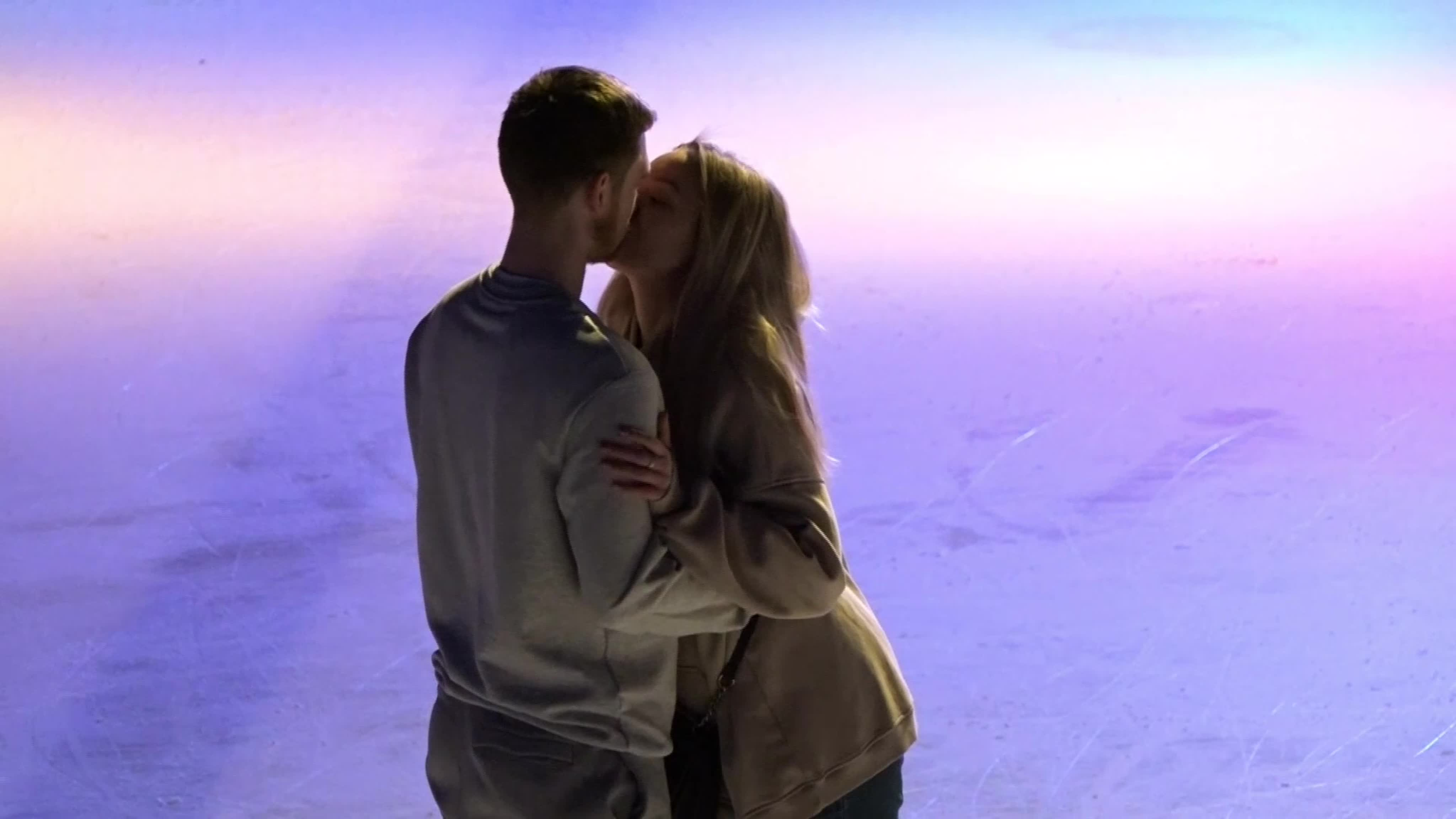 ⛸Только недавно был праздник всех влюбленных, парочки проводили время вместе: ходили в кино, гуляли, дарили друг другу валентинки.