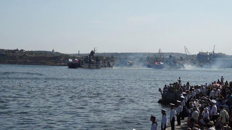 Современные ракетные корабли на воздушной подушке в Севастополе