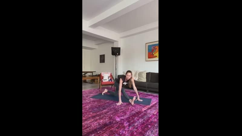Tara Stiles Morning's stretchy practice
