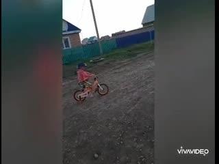 """Группа """"Томбойок """" ,акция """"Крути педали, покоряя дали """" ролик Латыповой Ангелины"""