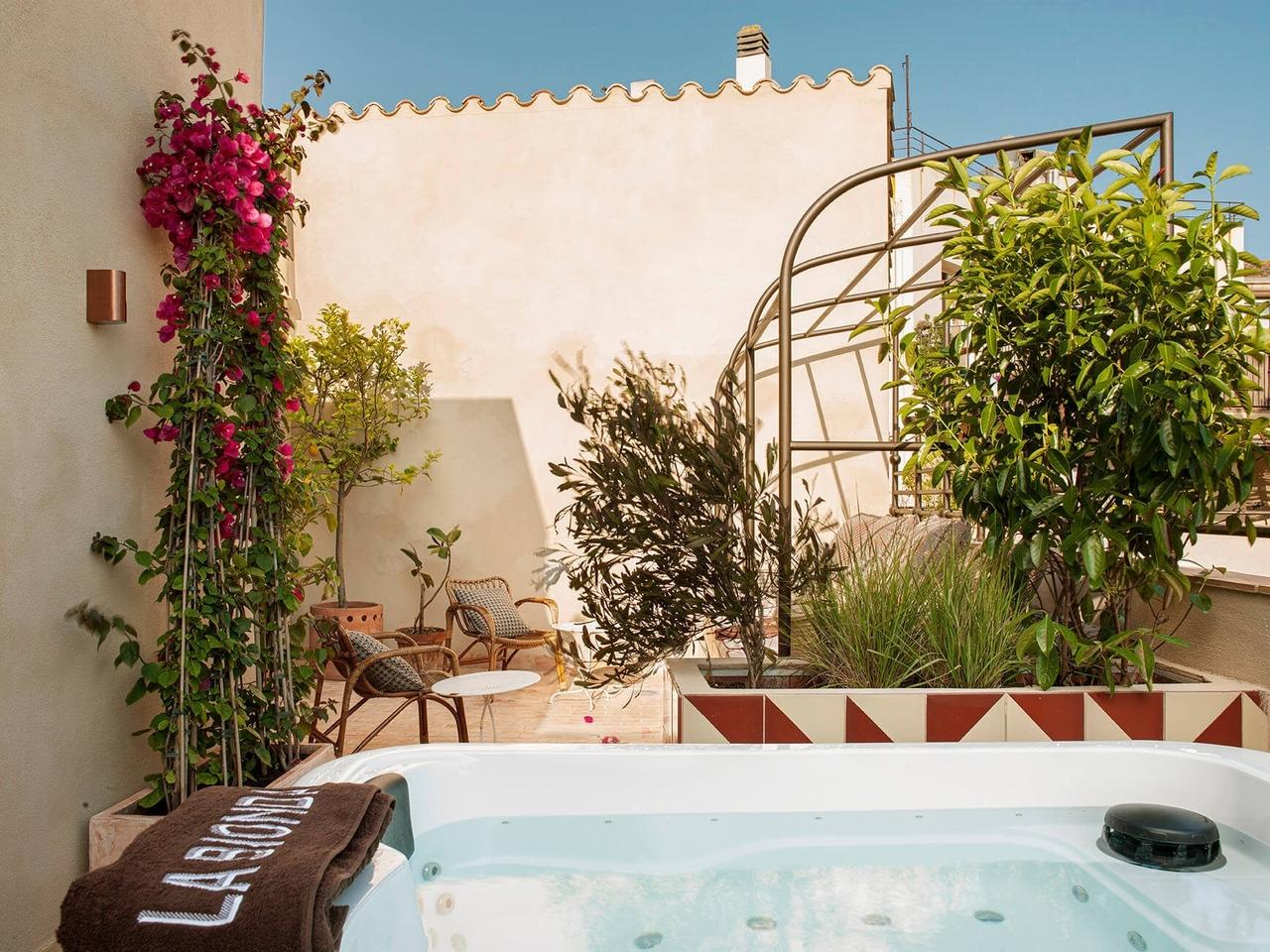 Уютный бутик-отель La Bionda на севере Испании    02
