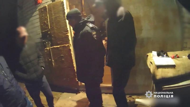 Слідчі поліції Києва повідомили про підозру чоловіку який у гаражі облаштував нарколабораторію