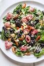 Салат со шпинатом и ягодами