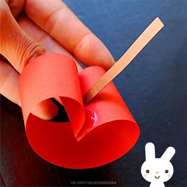 ЯБЛОЧКИ ИЗ ЦВЕТНОЙ БУМАГИ Простые поделки из бумажных полосок, с которыми легко справятся