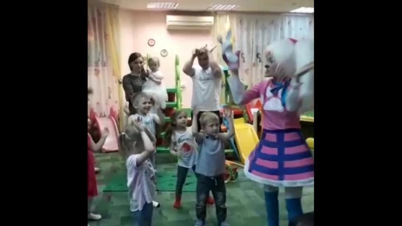 танец заяк!🐰🐰🐰