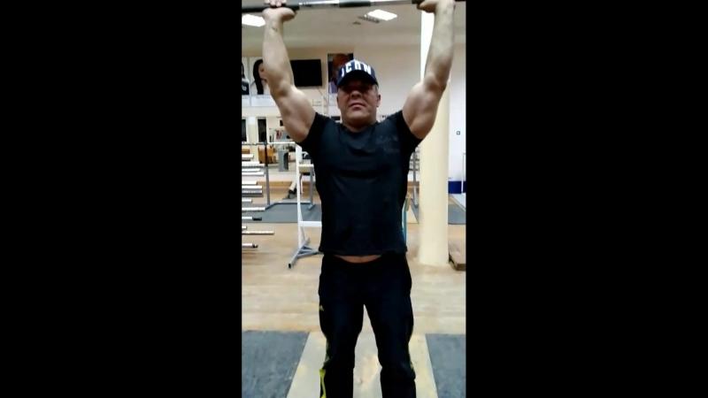 Упражнение - вертикальный жим на плечи штанги с прямым грифом. Все элементы упражнения