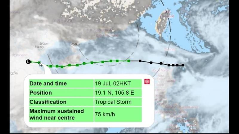 Тайфун SON-TINH ушел, но дожди в Санья, остров Хайнань, Китай остались