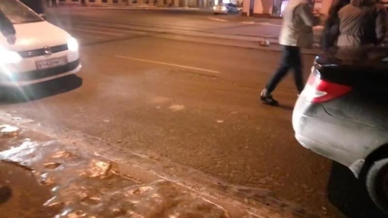 Молодые люди напали на таксиста в Санкт-Петербурге