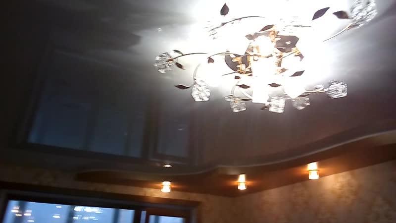 Двухуровневый потолок в гостинной