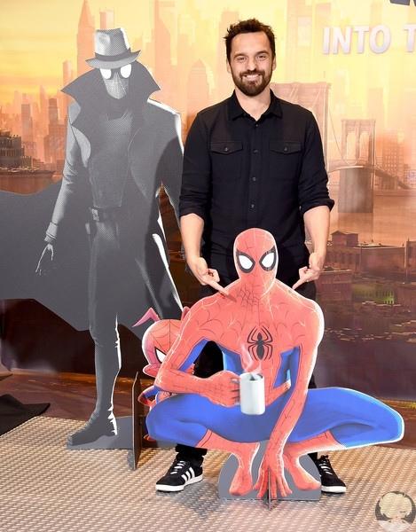 """Джэйк М. Джонсон, Махершала Али и Хейли Стейнфилд на фотоколле ленты """"Человек-паук: Через вселенные"""" в Лос-Анджелесе"""