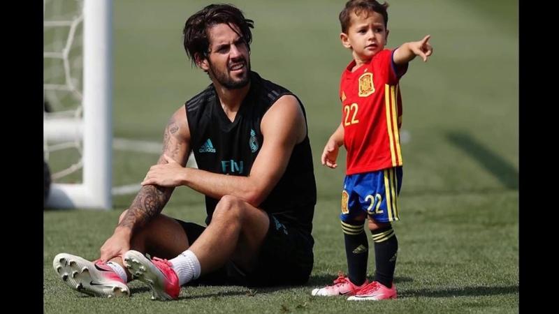 Isco Alarcon Playing With His Son[Isco Alarcon Calderon]