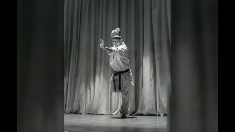 Каратэ, качалка, кроссфит💪😎👍, ну и в последнее время акробатика