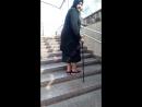 Украинская бабка-цыганка снимает кассу в переходе