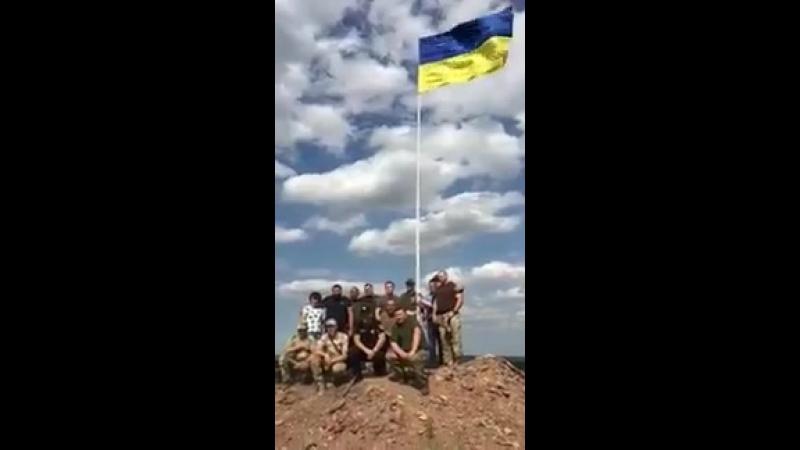 Сьогодні,бійці 58-ї ОМБр, разом з капеланом бригади о.Павлом,підняли державний прапор навпроти м. Горлівка.СЛАВА УКРАЇНІ
