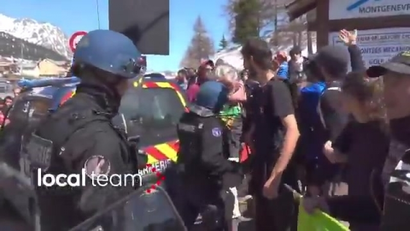 ️ Des militants d'extrême-gauche forcent la frontière France-Italie pour faire rentrer des migrants en France illégalement. - C'