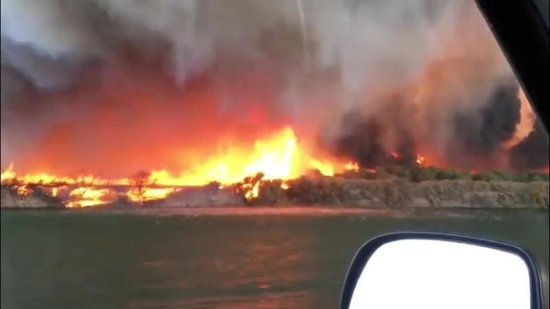 Огненный смерч на границе Аризоны и Калифорнии —14.07.2018
