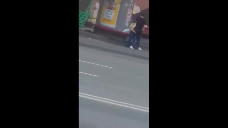 Вот и ТАКОЕ можно встретить на улицах нашего города 🙈😅 Совсем уже пид@ры нюх потеряли 😡👊