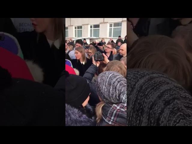 Ксения Собчак приехала на свалку и обнаружила там провокаторов Навального