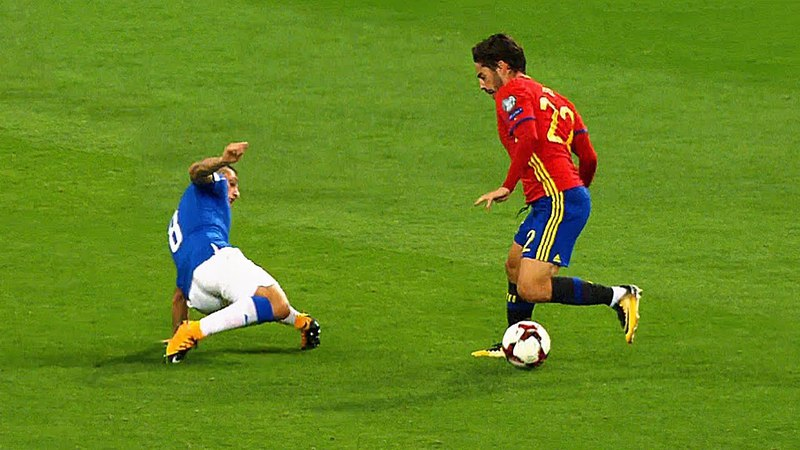 11 Minutes of Isco Humiliating Italy