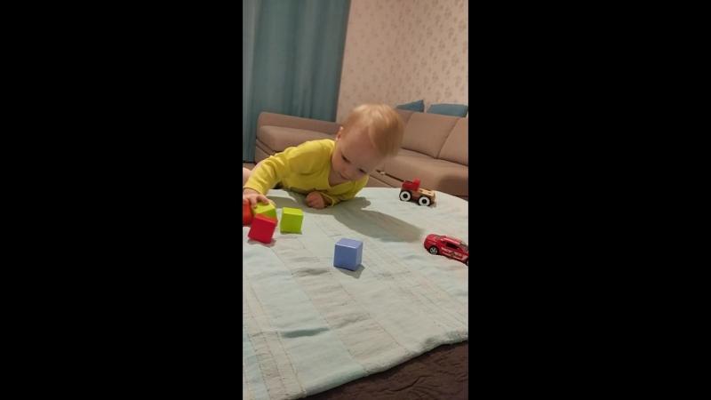 Егор играет в кубики , 1,9г