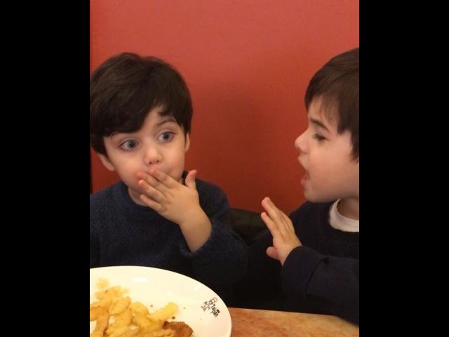 Главное в жизни это СЕМЬЯ on Instagram Наш капризный в еде Мурадик пытается братика переманить на свою сторону А Шамильке хоть бы что практи