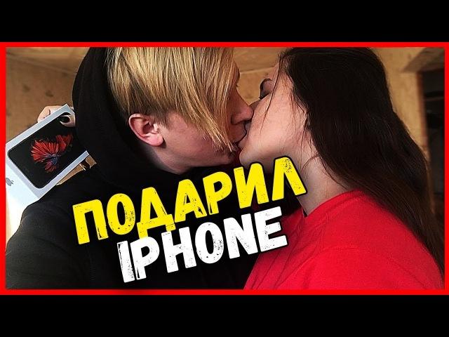 ПОДАРИЛ iPHONE ДЕВУШКЕ НА 8 МАРТА ! ЕЁ РЕАКЦИЯ МЕНЯ УДИВИЛА !