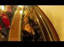 Девушки поют в метро! Russian girls sing in the subway.