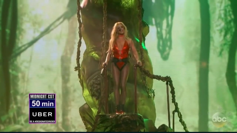 Britney Spears - Toxic (Live @ NYRE)