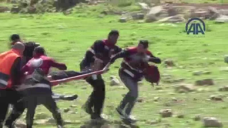 Израильские военные изо всех сил помогают медикам оказывать скорую помощь раненым палестинцам