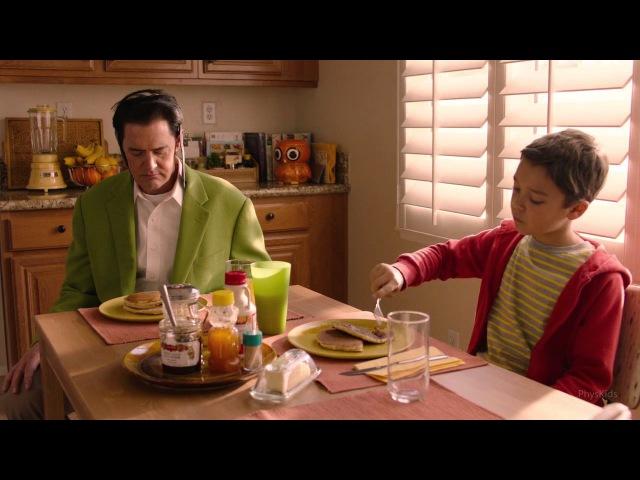 Завтрак Даги Джонса (Дейла Купера) у себя дома.