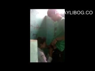 Студенты занимаются сексом в школьном туалете   Малолетка сосет   Школьница трахается, секс, сиськи, грудь, минет, hot +18