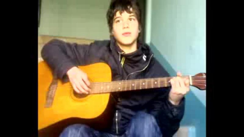 Офигено играет и поёт