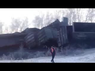 Транссиб перекрыли из-за крушения 30 вагонов с углем