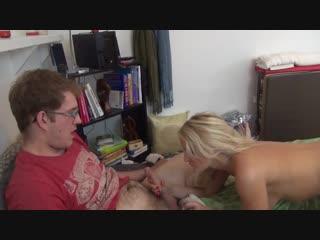 Сестра проиграла брату свою пизду Зарубежное любительское порно, инцест и домаш
