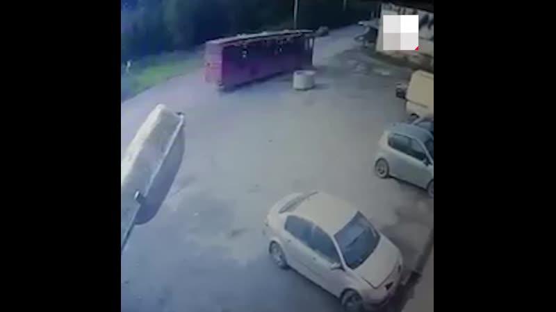 Момент ДТП с автобусом на Гайве