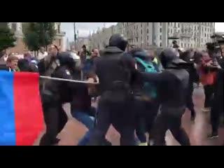 СРОЧНЫЕ НОВОСТИ! Задержание человека с флагом