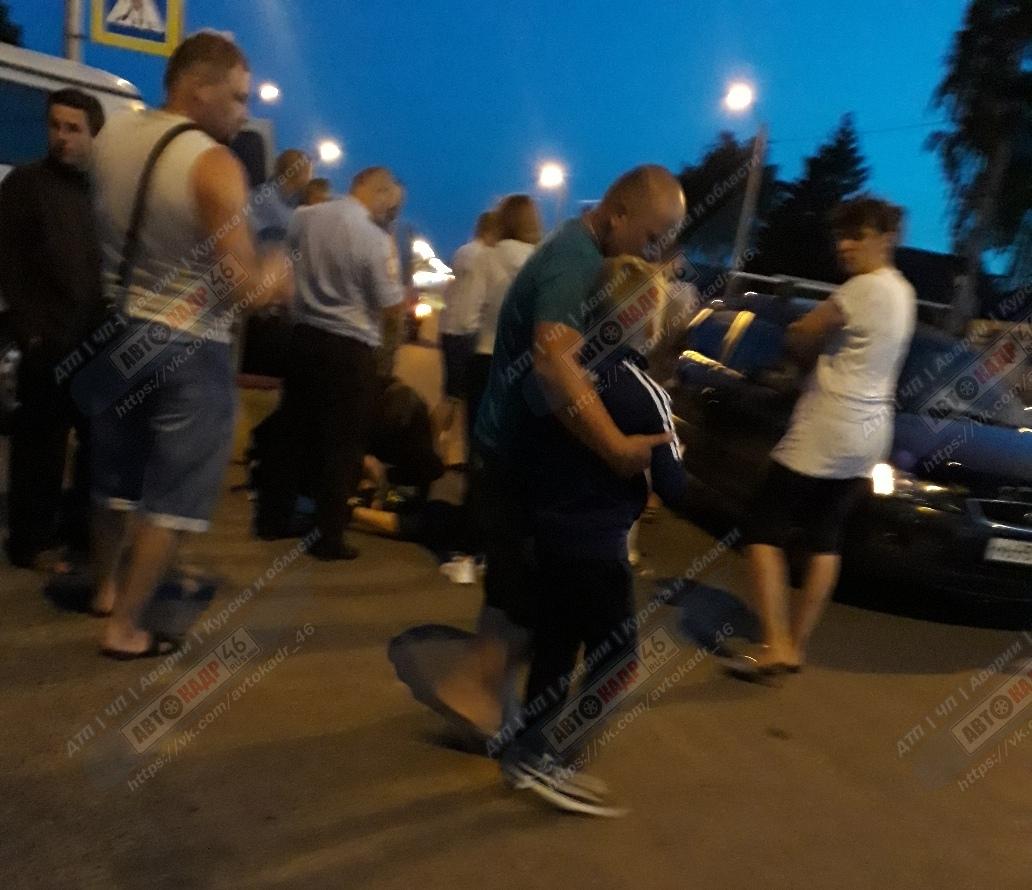 """Курская область. В сумерках на """"зебре"""" юная автомобилистка наехала на трёх детей, один ранен"""