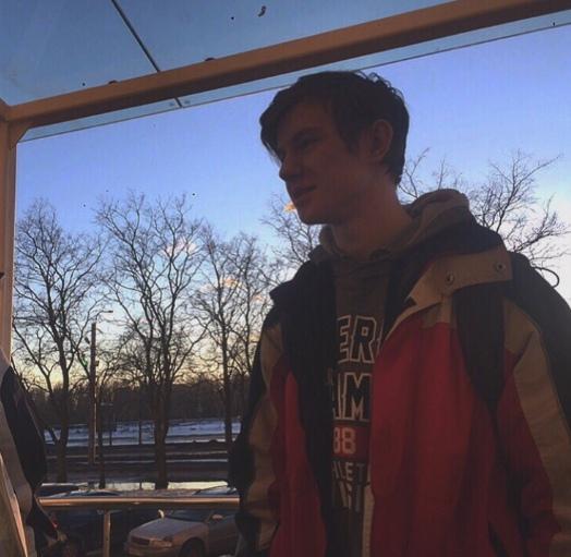 В Питере 15-летний парнишка упал с моста По нашим данным трагедия произошла 19 июня около 4 часов дня. Очевидцы заметили, как юноша сначала долго стоял на мосту, а спустя некоторое время сделал